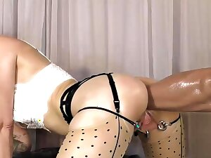 Stretching Her Ass With a Pompously Dildo