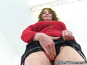 Buxom gilf Lady Ava shows you her big confidential and fine fanny