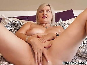 Canadian mature Candy lets a vibrator work its magic